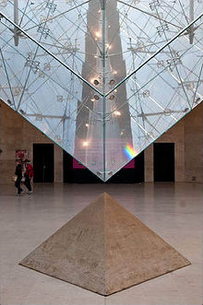220px Louvre Pyramid (3439044263)